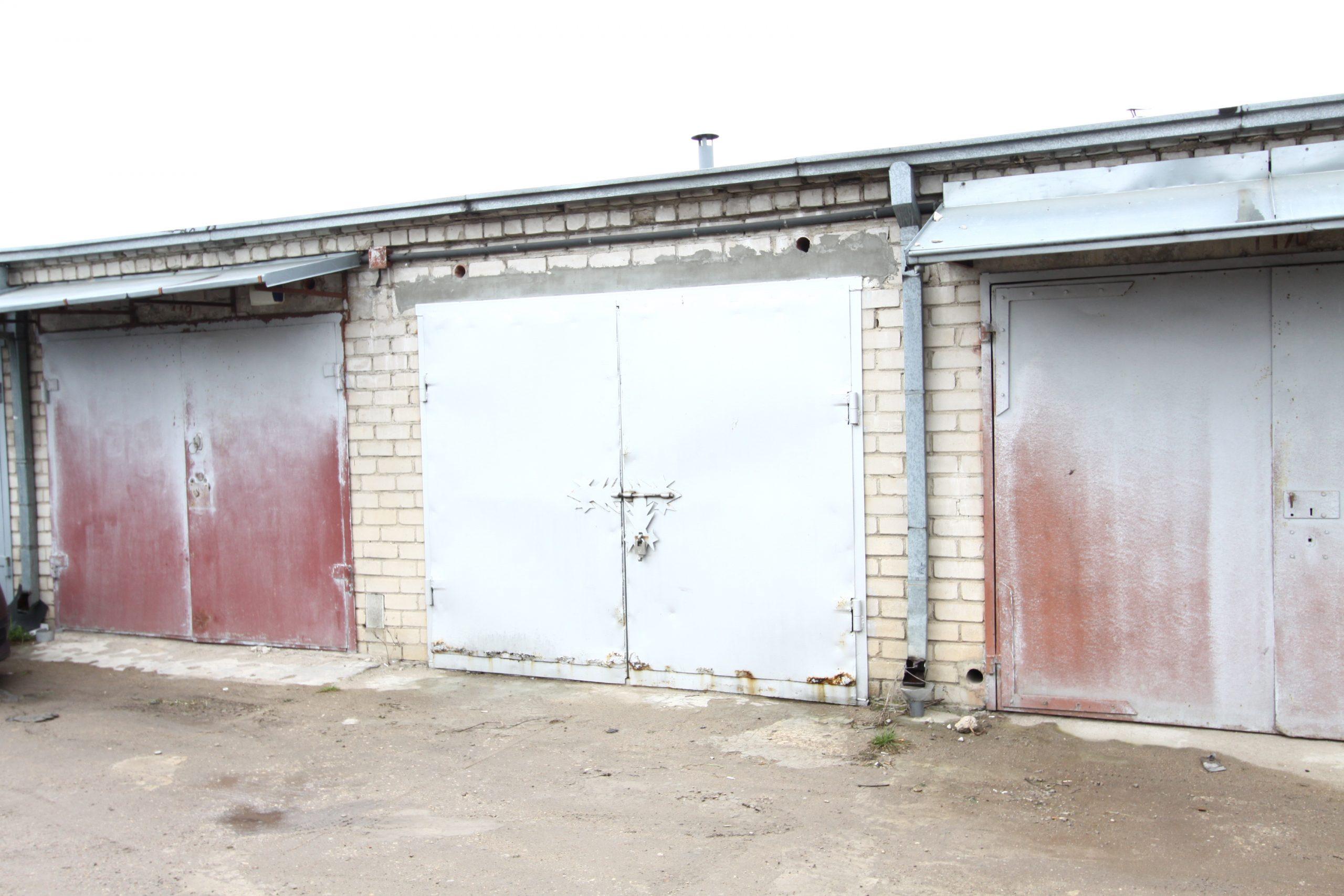 GARAŽAS: mūrinis garažas su rūsiu Sargėnuose!